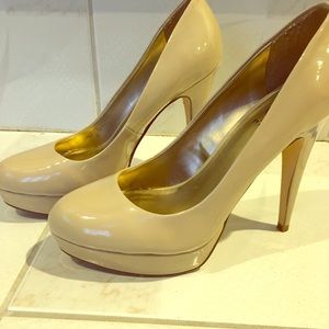 G By GUESS Platform Stiletto Round Toe Nude Pump